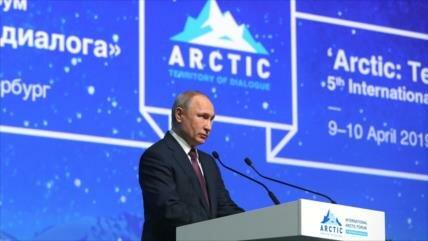Putin: Rusia amplía flota de buques rompehielos nucleares del Ártico