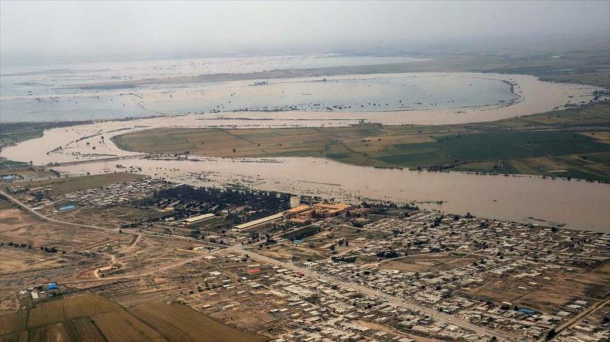 En la imagen se observan zonas inundadas cerca de Andimeshk en la provincia sur occidental de Juzestán, 9 de abril de 2019. (Foto: IRNA)