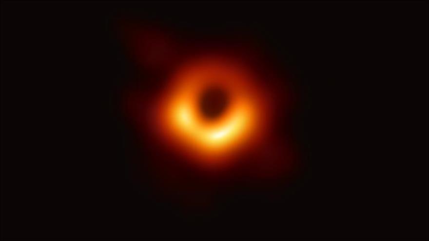 Se presentan la primera imagen de un agujero negro