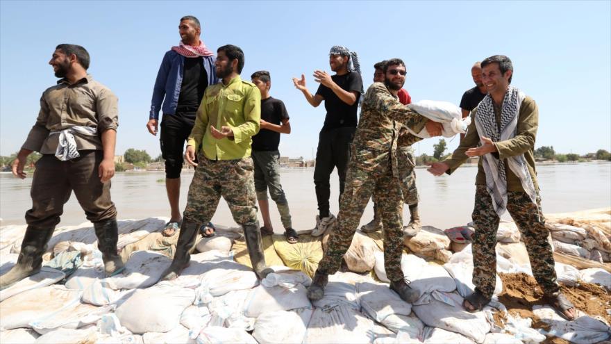 Iraníes luchan contra riadas con ayuda de los militares | HISPANTV
