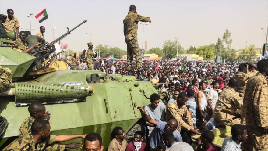 El Ejército de Sudán dice que toma el poder y detiene a Al-Bashir