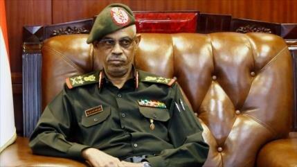 Conozcan al nuevo gobernador militar de Sudán, Awad Ibn Auf