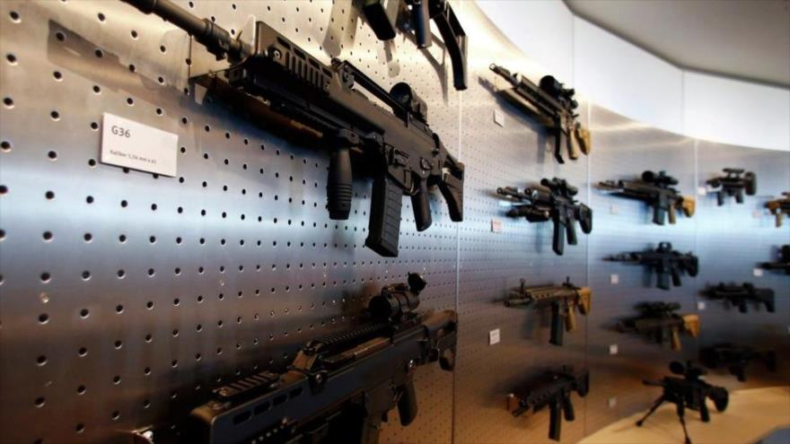 Fusiles de asalto G36 en una sala de exposición de Heckler & Koch en la sede de esta empresa militar alemana en la ciudad de Oberndorf, en Alemania.