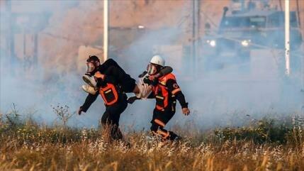 Soldados israelíes matan a un palestino y hieren a unos 70 en Gaza