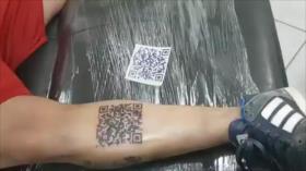 Vídeo: Hincha se tatúa un código QR para ver el gol de su equipo