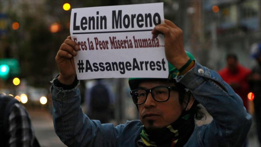 Protestan en Quito contra el presidente de Ecuador, Lenín Moreno, por el arresto de Julian Assange, 11 de abril de 2019, (Foto: AFP).