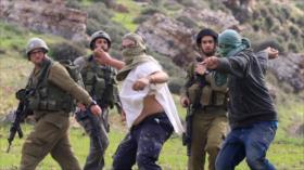 Vídeo: Decenas de colonos israelíes atacan a palestinos con piedras