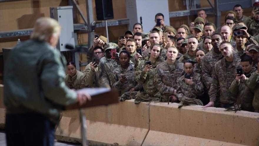 El presidente de EE.UU., Donald Trump, ofrece un discurso a soldados del Ejército estadounidense desplegados en Irak, 26 de diciembre de 2018. (Foto: AFP)