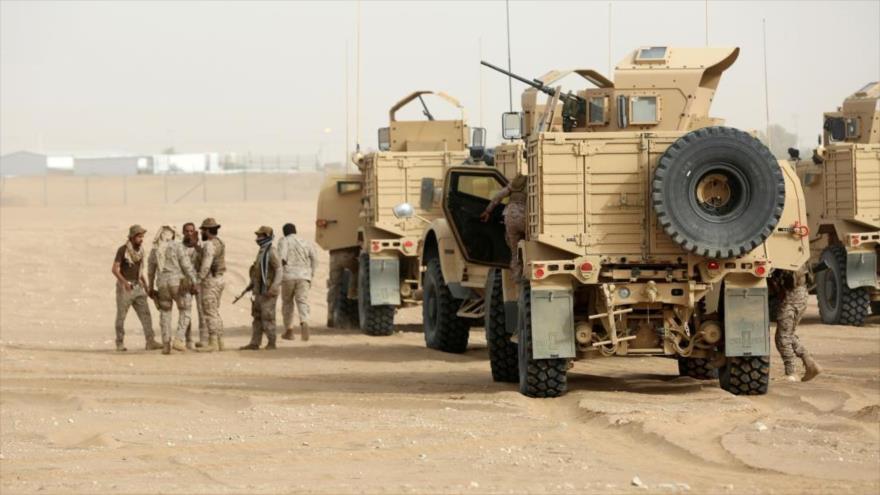 Vehículos blindados saudíes que operan durante una campaña militar contra Yemen.
