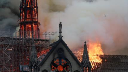 Arde en llamas la emblemática catedral de Notre Dame de París