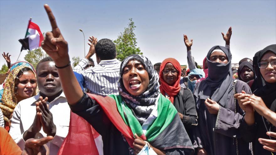 Aumentan manifestaciones a favor de un gobierno civil en Sudán | HISPANTV