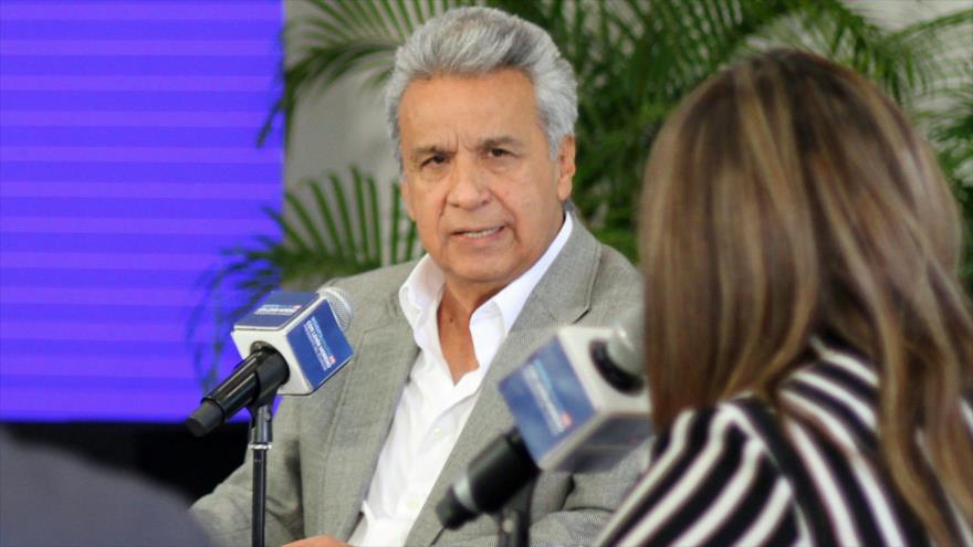 El presidente ecuatoriano, Lenín Moreno, habla durante una entrevista con periodistas en Guayaquil, 2 de abril de 2019. (Foto: AFP)