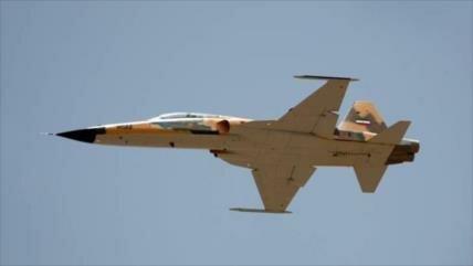 Caza Kosar, de fabricación iraní, realiza primer espectáculo aéreo