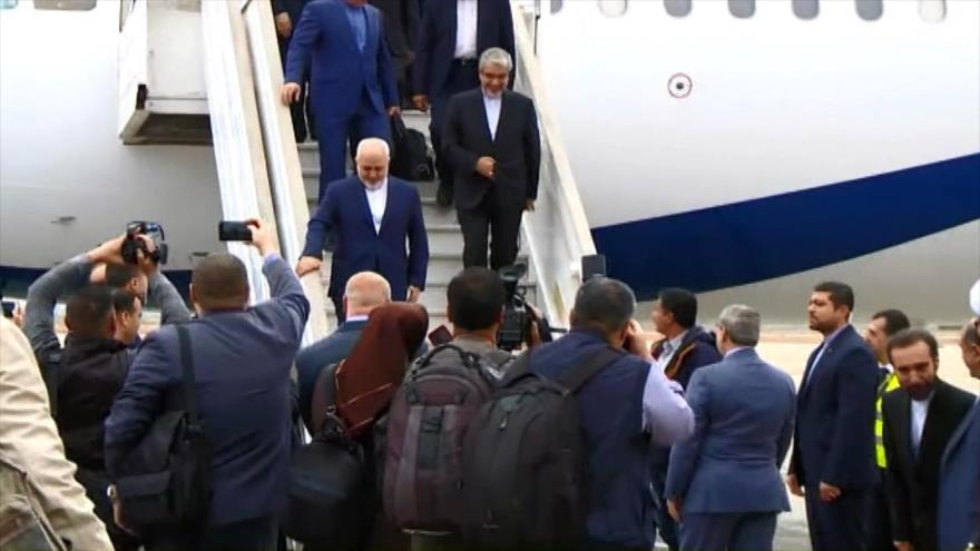 El canciller iraní, Mohamad Yavad Zarif, en el aeropuerto de Damasco, capital de Siria, 16 de abril de 2019.