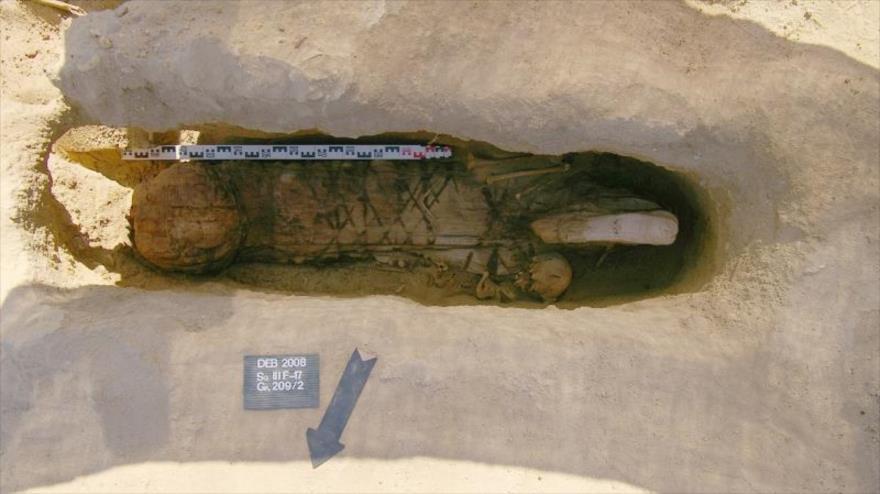 La tumba hallada por arqueólogos en una antigua necrópolis ubicada a orillas del lago Karun, en Faiyum, al sur de El Cairo, la capital de Egipto.