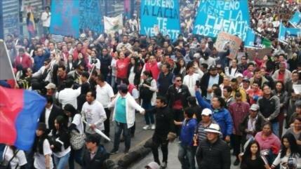 Ecuatorianos marchan contra Moreno por corrupción y Assange