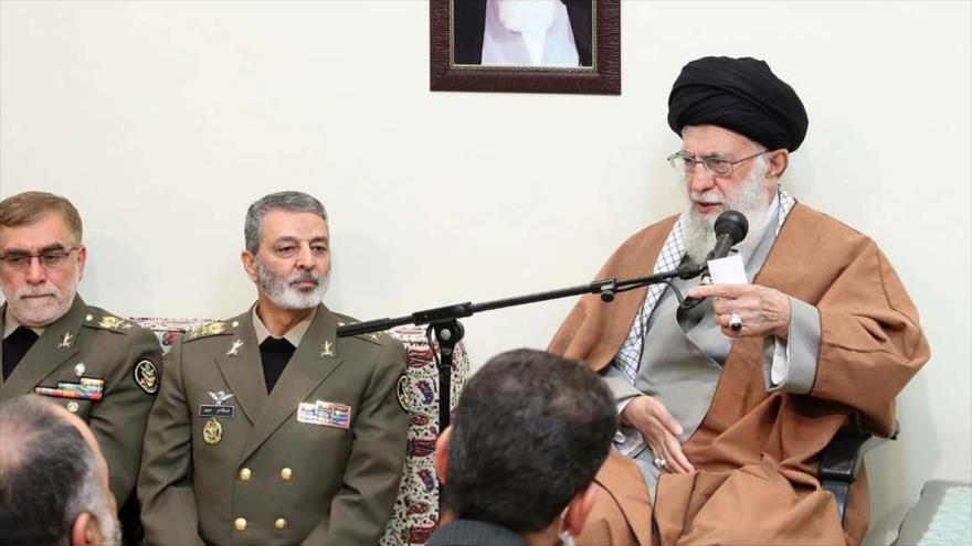 El Líder iraní en un encuentro con altos mandos del Ejército y efectivos de la Fuerza Terrestre del Ejército, 17 de abril de 2019. (Foto: IRNA)
