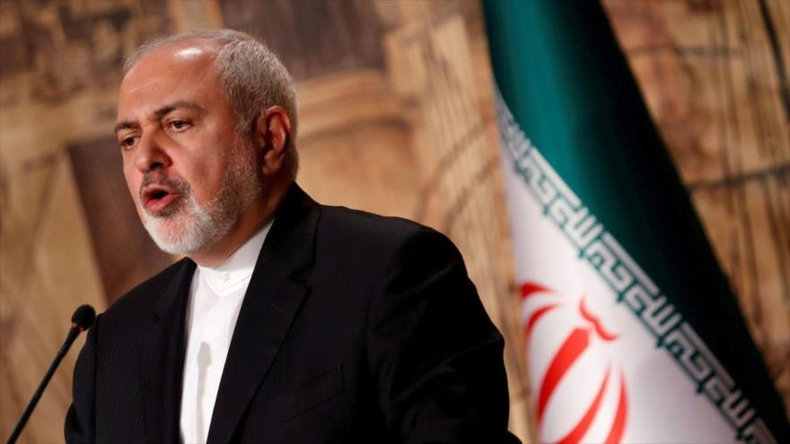 El canciller iraní, Mohamad Yavad Zarif, comparece en una rueda de prensa.