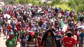 "Arriba ""caravana madre"" a la frontera sur de México"