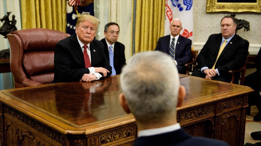 El presidente de EE.UU., Donald Trump, junto a otras autoridades en el Despacho Oval de la Casa Blanca, 31 de enero de 2019. (Foto: AFP)