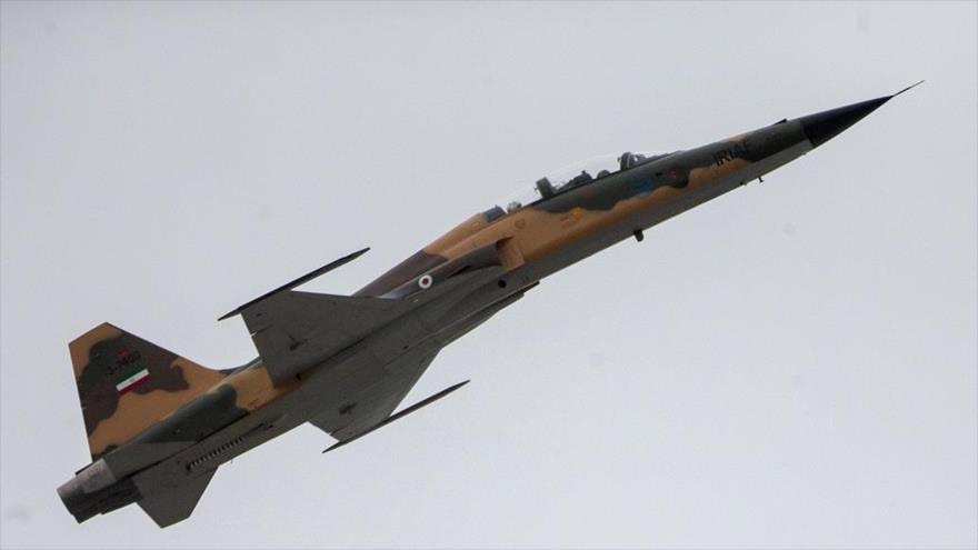 El avión de combate Kosar realiza un espectáculo en el Día Nacional del Ejército, Teherán, 18 de abril de 2019. (Foto: Fars)