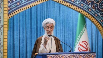 """Clérigo: Irán ha """"pisoteado el honor"""" de EEUU en Siria e Irak"""