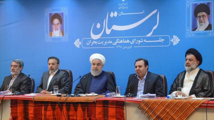 El presidente de Irán, Hasan Rohani (centro), en una reunión del Consejo de Coordinación de la Gestión de Crisis de Lorestán, 20 de abril de 2019. (Foto: IRNA)
