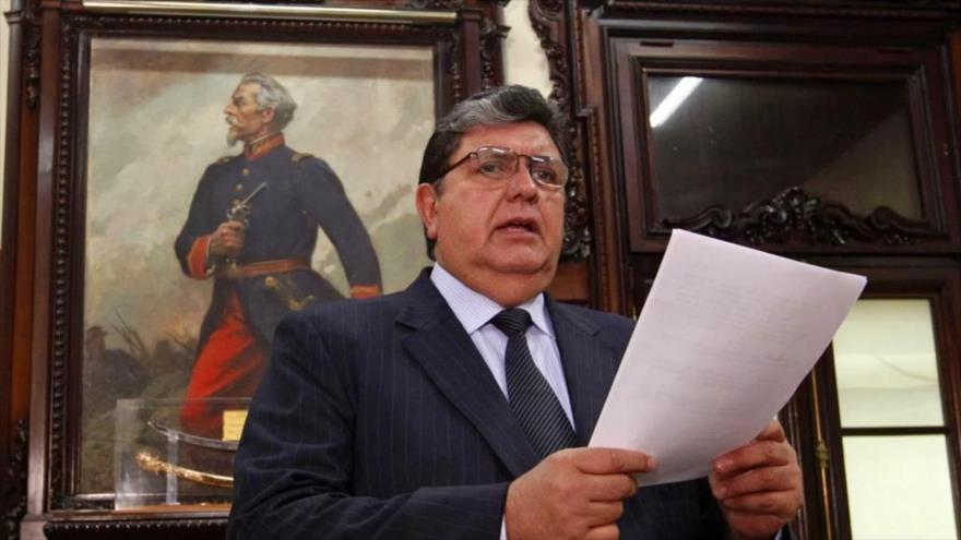 El expresidente peruano Alan García en su despacho.
