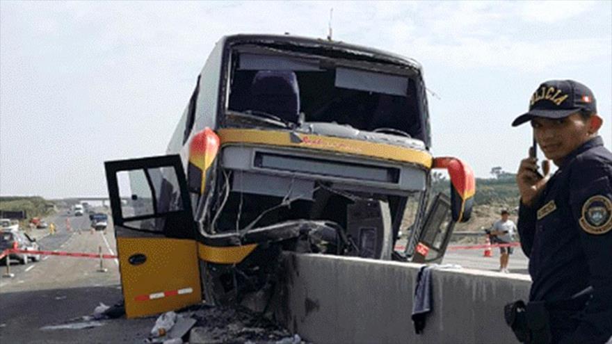Choque de autobús que transportaba personas al sepelio del expresidente Alan García. 20 de abril 2019.