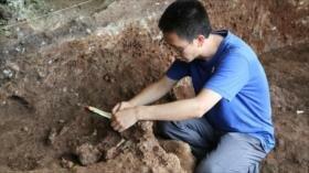 Fotos: Hallan en China tumba de 13500 años con cuerpo en cuclillas