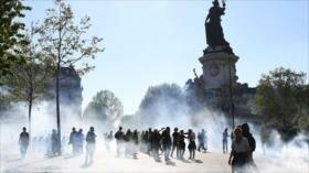 """Policía de Francia reprime protesta de los """"chalecos amarillos"""""""