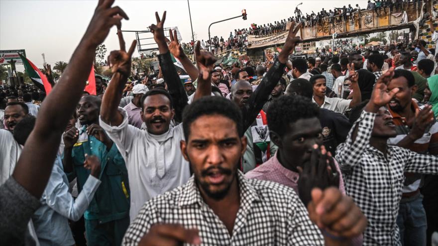 Detienen a varios altos cargos de gobierno derrocado de Al-Bashir
