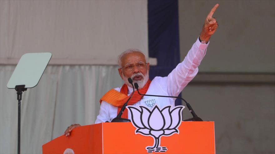 El primer ministro de La India, Narendra Modi, en un acto en el estado indio de Gujarat, 21 de abril de 2019. (Foto: AFP)