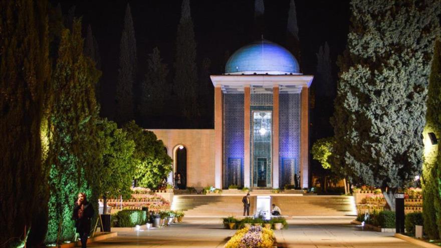 Mausoleo del poeta persa Saadi en la ciudad sureña de Shiraz.