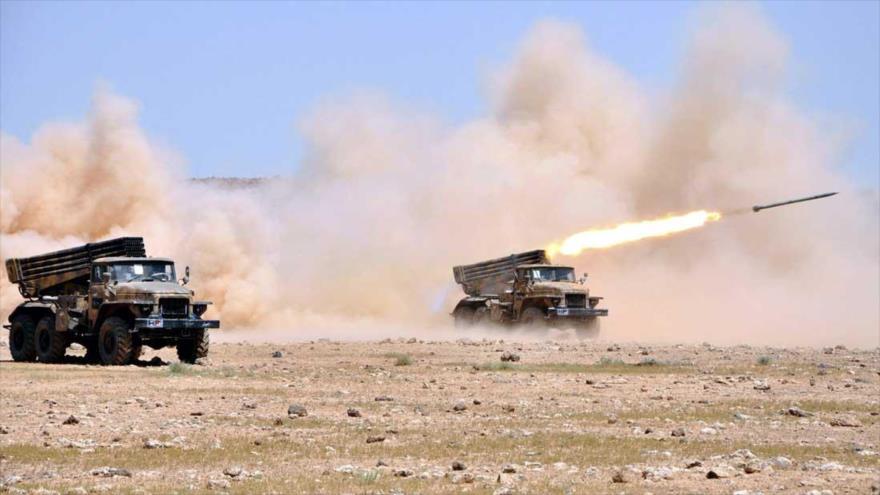 Vehículos lanzacohetes del Ejército sirio durante una operación antiterrorista.