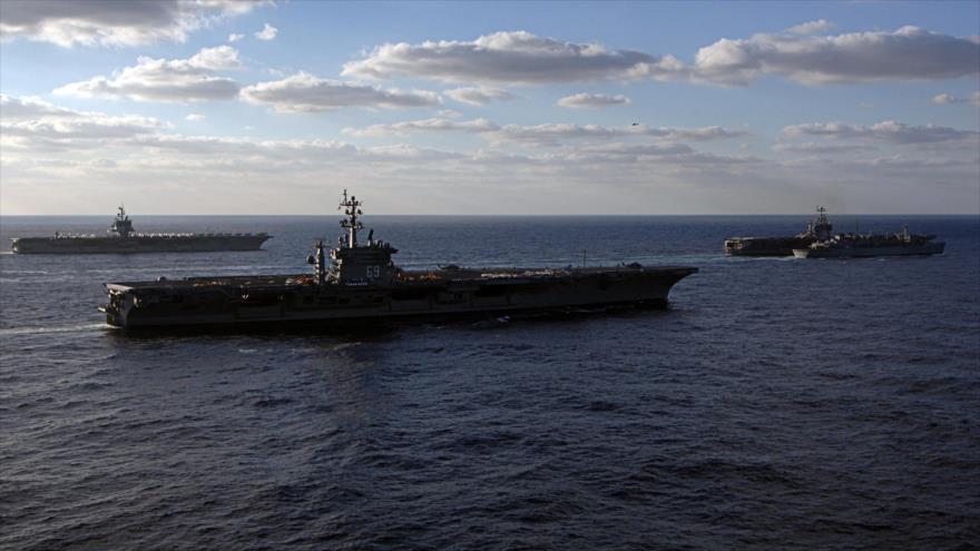 Portaviones de propulsión nuclear estadounidenses USS Hary Truman y Dwight D. Eisenhower en una maniobra conjunta.