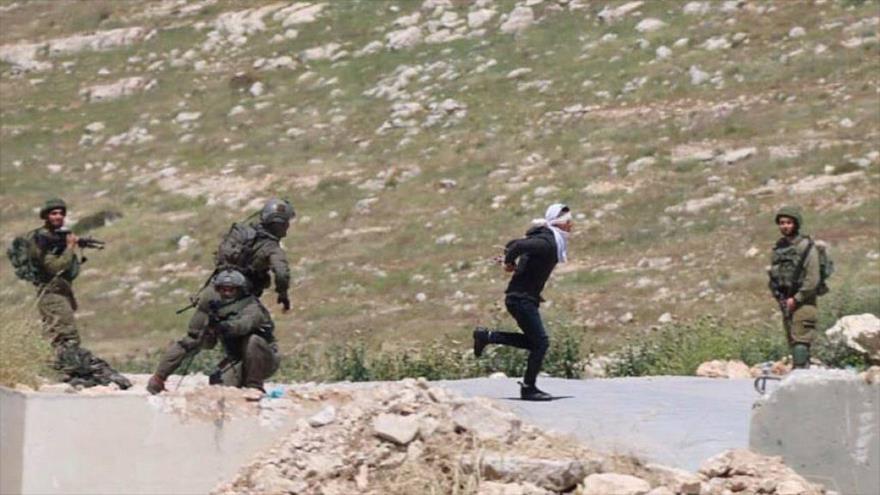 Soldados israelíes disparan a palestino maniatado y con ojos vendados