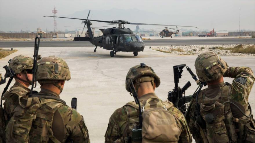 Fuerzas estadounidenses del Tercer Regimiento de Caballería se preparan para una misión en un aeródromo de EE.UU. en la ciudad afgana de Yalalabad.