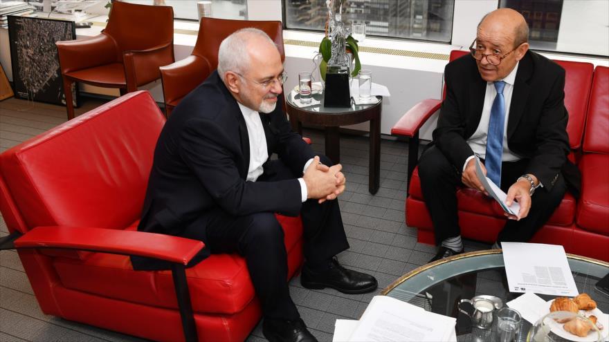 El canciller iraní, Mohamad Yavad Zarif (izq.), se reúne con su par francés, Jean-Yves Le Drian, Nueva York, 24 de septiembre de 2018. (Foto: AFP)