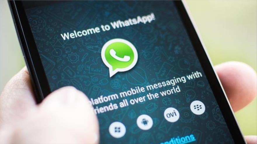 Pantalla de bienvenida de la empresa de mensajería instantánea estadounidense WhatsApp.