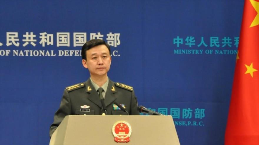 El portavoz del Ministerio chino de Defensa, Wu Qian, da una rueda de prensa en la sede del ente en Pekín.