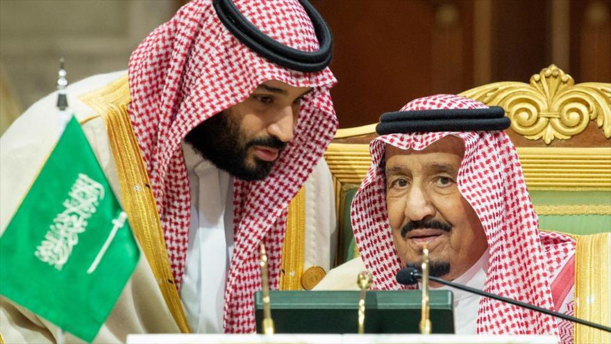 El rey saudí, Salman bin Abdulaziz Al Saud (dcha.), y el príncipe heredero, Mohamad bin Salman, en Riad, 9 de diciembre de 2018.