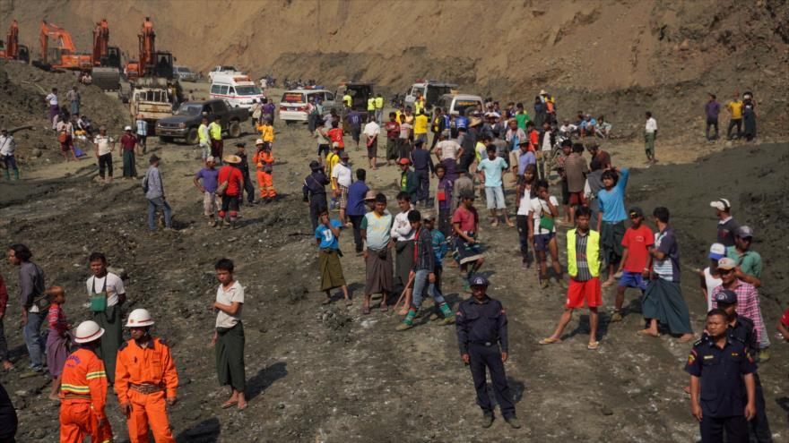 Grupos de rescate desplegados en el lugar del colapso de una mina en Myanmar, 23 de abril de 2019. (Foto: AFP)