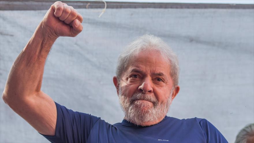 El expresidente Luiz Inácio Lula da Silva durante un mitin ante sus partidarios en Sao Paulo, 7 de abril de 2018.