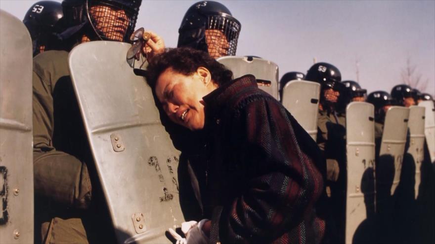 Fotos que sacuden al mundo: Madre coreana arrestada