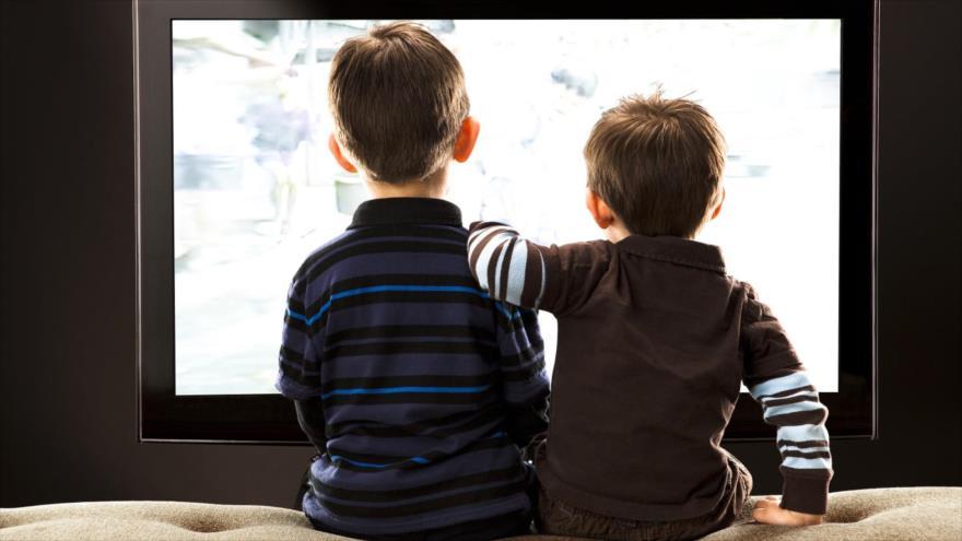 La Organización Mundial de Salud (OMS) recomienda que los menores de cinco años no pasen más de una hora al día frente a las pantallas electrónicas.