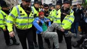 Cientos de detenidos en protestas por cambio climático en Londres