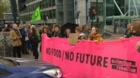 Activistas en Londres exigen medidas para frenar cambio climático