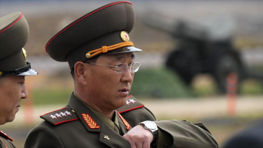 El ministro de Defensa norcoreano, No Kwang-chol, en una exposición de vehículos militares en Moscú, Rusia, 23 de abril de 2019. (Foto: AFP)