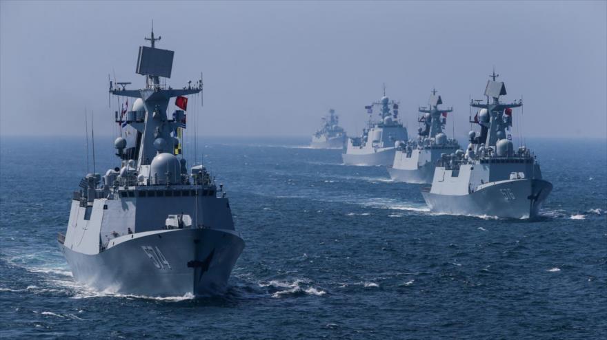 Buques de guerra de la Armada de China en un ejercicio militar.